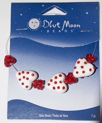Blue Moon Beads, Glass Hearts Red/White 10-16mm (7)