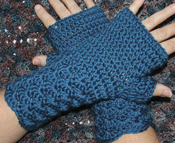 Shell Stitch Fingerless Mitts