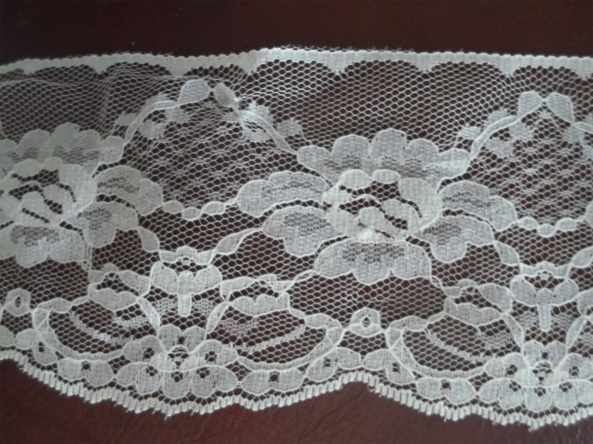 "Lace Colonial Flowers 3-1/2"" wide Cream 1 yard"