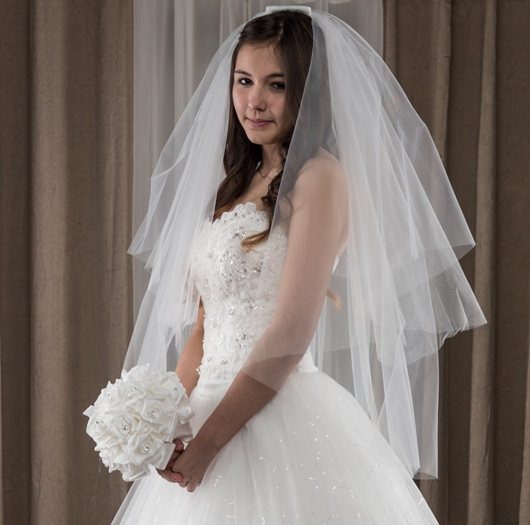 2 Tier Elbow Plain Veil with Comb Ivory