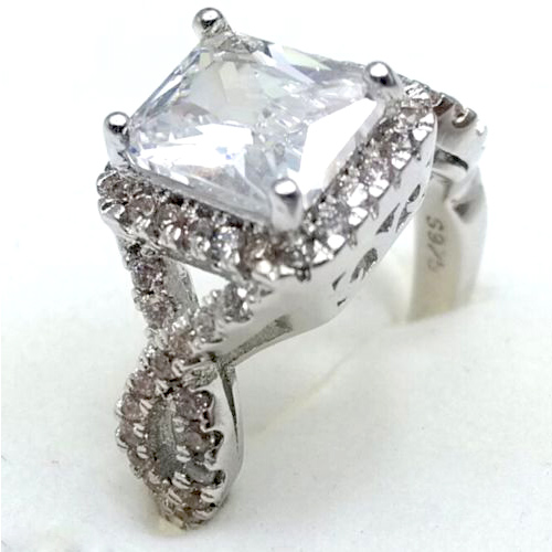 White Sapphire CZ Solitaire Ring Size 7.75